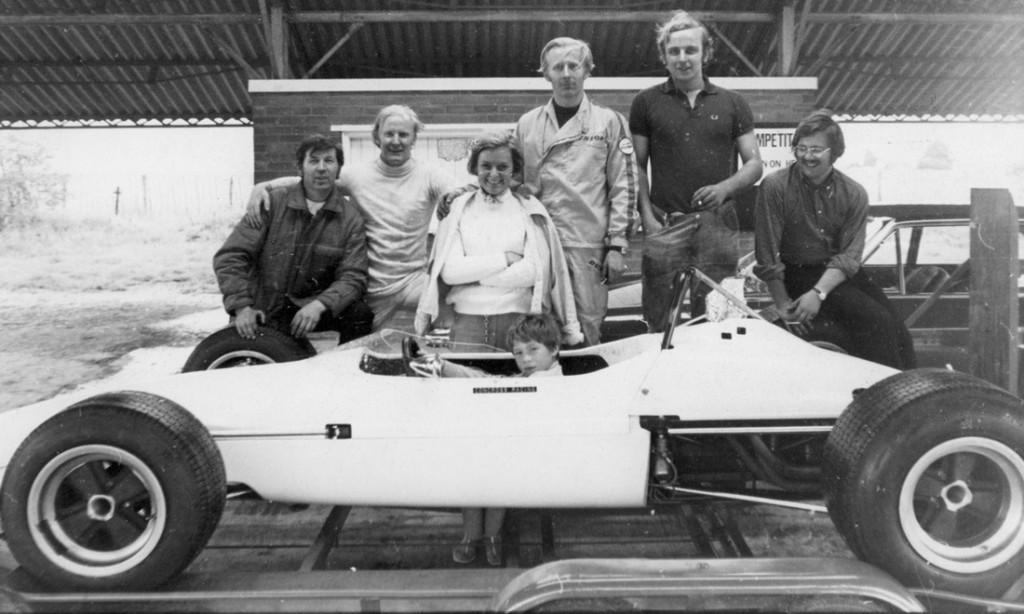 LOT 69 - 1969 CHEVRON FORD B15 FORMULA 3 RACING SINGLE-SEATER_0001_Layer 32